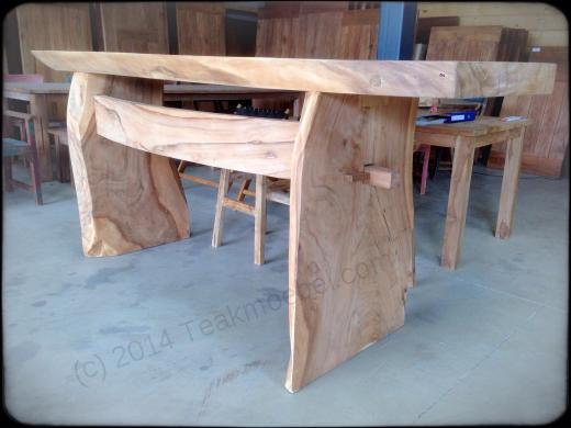 Stół barowy z pnia drzewa tekowego
