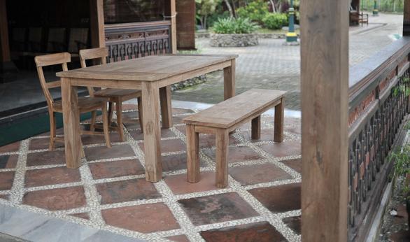 Tekowy stół ogrodowy 140x90cm