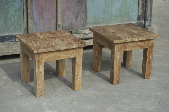 Tekowe stoliki pomocnicze