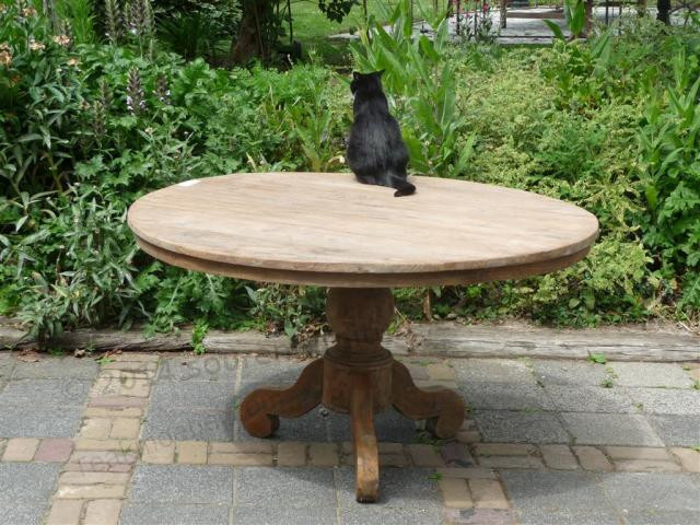 Rustykalny stół tekowy